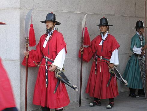 "Музей ""Дворец императора Кореи"". Мы попали на смену караула."