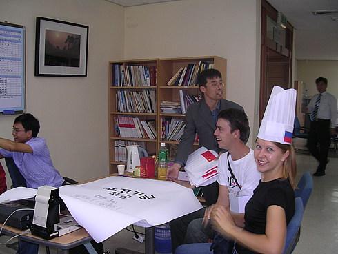 Решение организационных вопросов в офисе по работе с иностранными студентами.