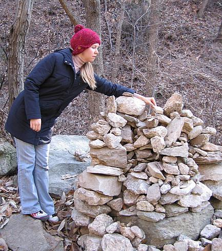 Каменная куча :  камушек положил - желание загадал