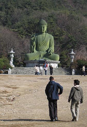 Будда и правда огромный - масштаб