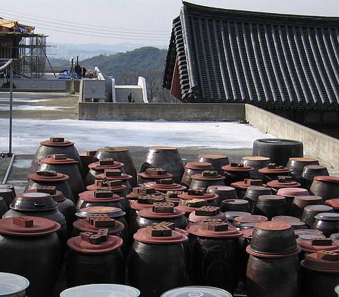 Корейская кладовая - на улице, так как запасы сильнопахнущие)