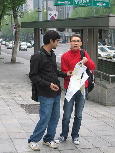 Ильдар спрашивает дорогу у пакистанца, который спрашивает дорогу у Ильдара...